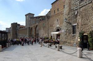 La piazza d'ingresso