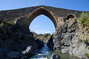 Ponte normanno detto dei saraceni.