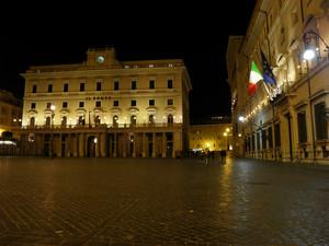 Piazza Colonna di sera