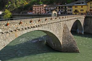 Il ponte che collega Bard a Hone