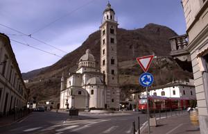 Una piazza e il suo Santuario