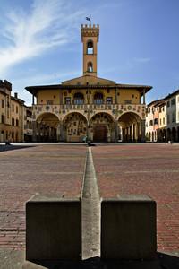 Il castello in piazza Cavour