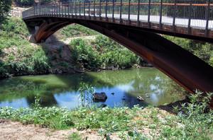 Ponte moderno sul fiume Fiora presso il lago Pellicone