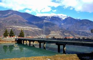 Un ponte sulla verde Adda