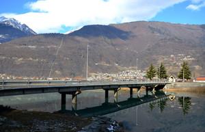 Riflessi sotto il ponte