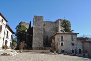 All'ombra del Castello (Piazza Maccafani)
