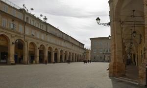 I due lati della piazza