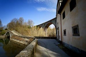 un ponte sopra l'altro