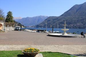Piazza Risorgimento veduta sul Lago