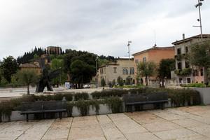 Piazza Isolo e il Castel San Pietro