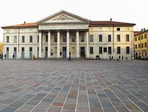 Il Teatro Sociale e la sua piazza