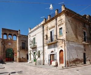 Largo Loreto con l'Arco Borrelli