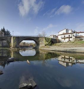 Un ponte allo specchio