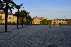 scende la sera in piazza Italia