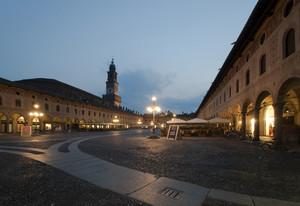 """"""" La piazza si riposa """""""