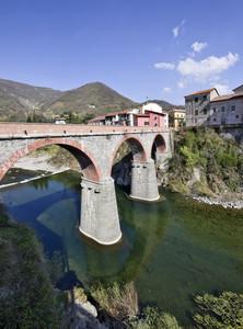 Ponte sul torrente Scrivia