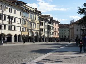 Un'estiva Piazza Martiri