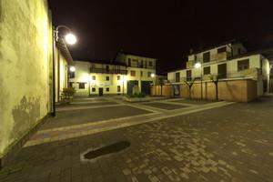Piazza Saint Marcel deserta di notte