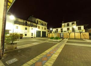 Piazza Saint Marcel immersa nel silenzio della notte