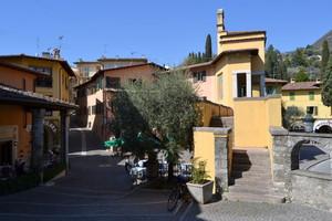 In piazza a Gardone