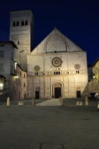 piazza san rufino night