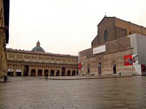 Piazza Maggiore sotto la pioggia