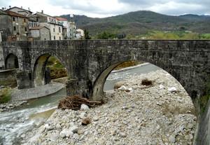 Un ponte, un paese, il maltempo