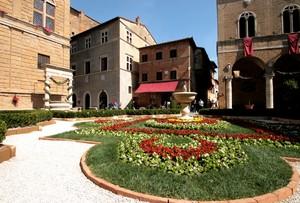 fiori in Piazza Pio II