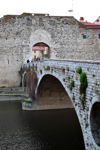 Il ponte e le mura