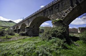 ponte sul fiume Troina