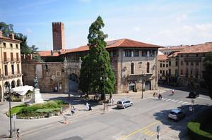 uno scatto dall'alto a piazza Matteotti
