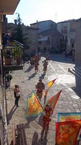 Piazza in festa d'agosto
