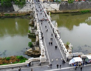 Ponte Sant'Angelo dall'alto.