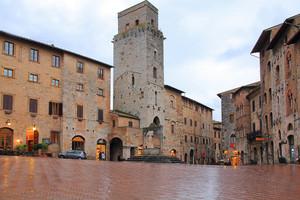 San Gimignano piazza della Cisterna
