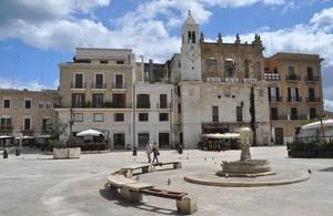 """Piazza Mercantile, cuore della """"movida"""" barese"""