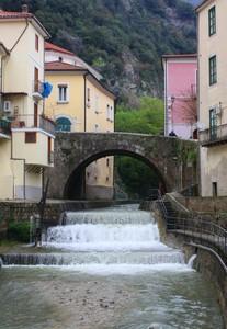 Ponte nei pressi di Piazza Guerriero