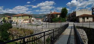 La piazza di fronte al castello