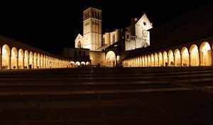 Davanti alla Basilica di San Francesco