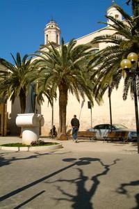 Piazzetta Alberata con Statua del Santo Protettore