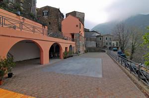 Piazza delle Truppe Alpine a Montalto ligure