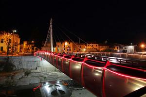 Ponte in notturna