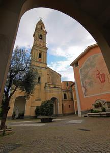 Piazza Padre Santo nel centro storico