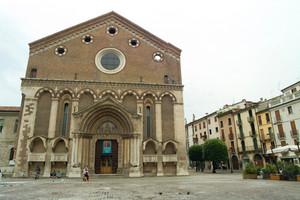 Vicenza: piazza San Lorenzo