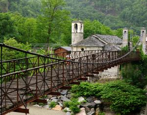 ponte e chiesetta