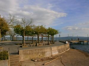 La piazza ha gli optionals: la spiaggia ed il molo!