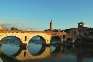 La fortuna di poter godere di un romantico tramonto a Verona