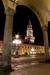 Torre e portici in piazza Ducale