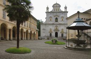 la piazza del Sacro Monte