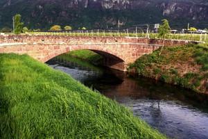 Ponte nel verde