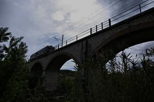 Ponte ferroviario sopra il fiume Nestore